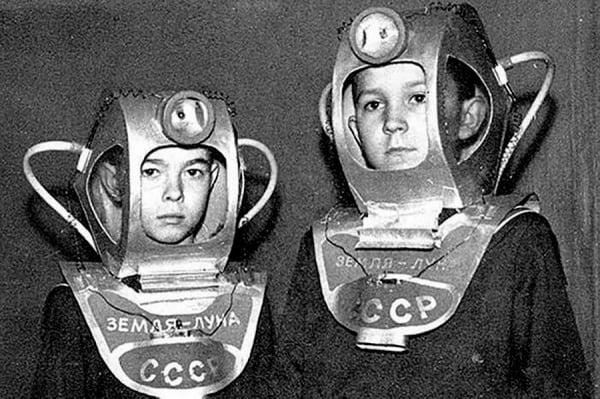 Творческие родители пробовали свои силы в изготовлении костюмов космонавтов